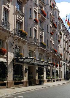 Le Bristol Paris (@LeBristolParis) | Twitter Le Bristol Paris, Paris Hotels, French Art, Travel And Leisure, Best Hotels, Adventure, Mansions, House Styles, World