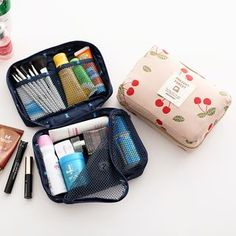 Buy Lazy Corner Print Travel Toiletry Bag at YesStyle.com! Quality products at remarkable prices. FREE WORLDWIDE SHIPPING on orders over € 34.