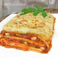 Esta lasaña de pisto y queso se puede preparar con cualquier queso que te guste, queso de cabra, brie, camembert... La textura es más rica con las verduras al dente, procura que no se enternezcan demasiado al rehogarlas porque terminarán su cocción durante el gratinado.