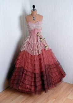 Vintage Blush-Pink to Mocha-Mauve Tulle Gown Vestidos Vintage, Vintage Gowns, Mode Vintage, Vintage Outfits, Vintage Prom, Dress Vintage, Vintage Clothing, Fashion Moda, 1950s Fashion