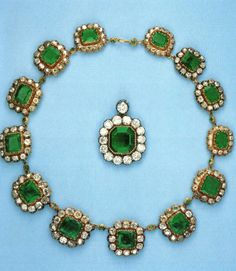 Royal Family of Spain / Infante Beatriz , Princess Torlonia / emerald necklace Emerald Necklace, Emerald Jewelry, Turquoise Necklace, Royal Tiaras, Tiaras And Crowns, Royal Jewelry, Emerald Diamond, Royal Fashion, Antique Jewelry
