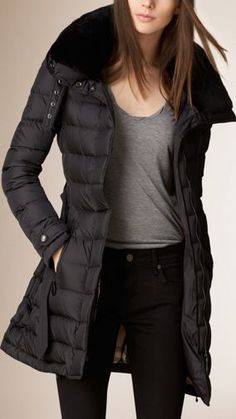 Black Down-Filled Coat with Shearling Collar - Image 1 Winter Outfits, Casual Outfits, Fashion Outfits, Womens Fashion, Fashion Trends, Coats For Women, Jackets For Women, Clothes For Women, Looks Adidas