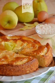 Cari lettori, qui a Cuneo continua a piovere incessantemente e con questo tempo una torta di mele è quello che ci vuole per rallegrare l