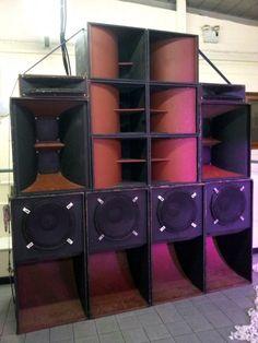 a pretty standard looking big ass sound system Symbiosis Sound System aus Leeds / UK Dj Equipment For Sale, Audio Equipment, Subwoofer Box Design, Speaker Box Design, Audio Amplifier, Audio Speakers, Audiophile, High End Audio, Loudspeaker