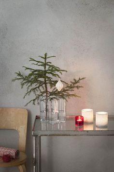 Vaso Aalto di Iittala è perfetto per lo stile industrial o a chi ama minimalismo pure nel periodo di Natale. L'essenziale è sufficiente - qua si punta su alcuni decorazioni di Natale di qualità!