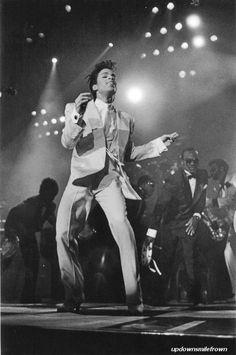I'm talkin' mutiny!  I said I'm takin' over  U gotta give up the ship  U gotta take a little trip  I'm talkin' mutiny!!!! Wembley Stadium, London, 1986
