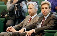 L'ambassadeur Chris Stevens, qui avait soutenu avec passion la révolte populaire contre le régime de Mouammar Kadhafi en 2011, et trois fonctionnaires du consulat ont péri, selon le vice-ministre de l'Intérieur Wanis al-Charef.
