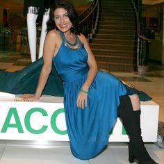 Black Dress Red Carpet, Lisa Edelstein, Bright Lipstick, House Md, Lauren Cohan, Actors, Type, Wallpaper, Formal Dresses