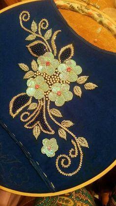 شكيلات زوينين في التنبات بتقنيات ورشمات جديدة   تنبات العقيق Zardozi Embroidery, Hand Embroidery Dress, Kurti Embroidery Design, Hand Embroidery Videos, Hand Embroidery Stitches, Machine Embroidery, Border Embroidery Designs, Bead Embroidery Patterns, Floral Embroidery