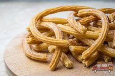 Churros - prosty, szybki i tradycyjny przepis na hiszpańską przekąskę Onion Rings, Churros, Ethnic Recipes, Food, Essen, Meals, Yemek, Onion Strings, Eten