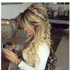Mais uma inspiração de penteado para casamento longo , lindo de viver…