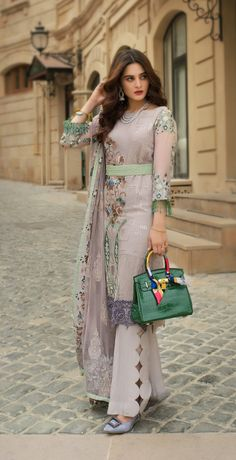 Source by GeetahAnju Dresses Pakistani Formal Dresses, Pakistani Fashion Casual, Pakistani Dress Design, Pakistani Outfits, Pakistani Designers, Pakistani Girl, Pakistani Bridal, Indian Outfits, Salwar Designs