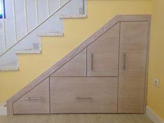 #mueble bajo de #escalera, frente en Roble con tinte decapé en #sevilla by… Más