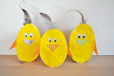 Osterhühnchen: Fertig ist die Hühnchenbande Creative Kids, Spring Crafts, Diy Projects, Crafty, Activities, Christmas Ornaments, Holiday Decor, Home Decor, Beavers