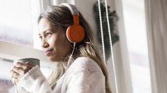 Hip: een boek lezen vanaf je mobiel. www.Storytel.nl brengt audioboeken via een app zó naar je tablet of smartphone. Zo hoor je dus – waar je ook bent –  hoe die bloedstollende thriller afloopt.