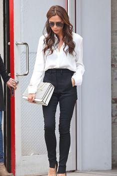 Clave: stilettos    Consejo de estilista: los favoritos de las editoras de moda y las ejecutivas. Acierta como Victoria Beckham y llévalos con pantalón de pinzas y camisa blanca.