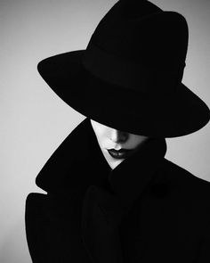 Black and White Photography of Women: How Take Beautiful Pictures – Black and White Photography Fashion Photography Inspiration, Beauty Photography, Portrait Photography, Photography Lighting, Black And White Portraits, Black And White Photography, Shooting Photo, Black N White, Photoshoot