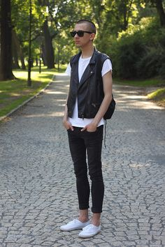 H Vest, Ray Ban Sunglasses, Marks Tee, Bershka Jeans, H Shoes