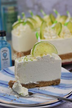 Do you love Gin? Then try this no bake Gin cheesecake with tonic! Triple Chocolate Cheesecake, Baileys Cheesecake, Cheesecake Recipes, No Cook Cheesecake, Lemon Cheesecake, No Cook Desserts, Delicious Desserts, Dessert Recipes, Party Desserts
