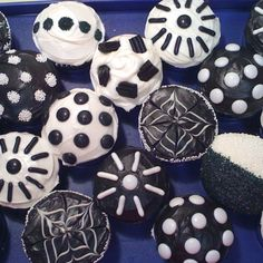 Cupcakes for a black and white party