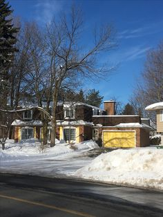 Montreal, Cabin, Mansions, House Styles, Winter, Home Decor, Mansion Houses, Homemade Home Decor, Villas