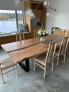 Beautiful river run dining table in a modern home. Dining Furniture Sets, Furniture Making, Wood Furniture, Modern Platform Bed, Dining Room, Dining Table, Modern Contemporary, Home Office, Basement