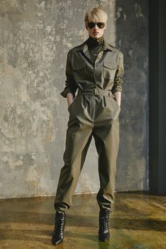 How to best style a Boiler Suit, and 15 fab ones to choose from - Talking Shop - Cute Outfits Military Inspired Fashion, Military Fashion, Military Chic, Rompers Women, Jumpsuits For Women, New Year's Eve Romper, Moda Safari, Army Look, Military Looks