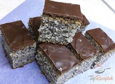 Poppy seed cake without mixer (a cup recipe) Top recipes . Top Recipes, Sweet Recipes, Drink Recipes, Cupcakes, Poppy Seed Cake, Natural Yogurt, Chocolate Icing, Vegetable Drinks, Cacao