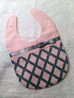 Baby Girl Bib Pink and Grey Bib - Spring Baby Bib - Cute Baby Bib - Modern Baby Gril Bib by mymodernthread on Etsy Baby Sewing Projects, Sewing For Kids, Baby Bibs Patterns, Handmade Baby Quilts, Diy For Girls, Baby Girls, Baby Crafts, Baby Accessories, Cute Babies