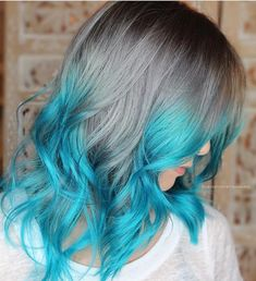 Dip dye grey to aqua blue pelo pintado χρωματιστά μαλλιά, μα Aqua Hair Color, Turquoise Hair Ombre, Cute Hair Colors, Cool Hair Color, Ombre Hair, Neon Hair, Mermaid Hair Colors, Pink Color, Pulp Riot Hair Color