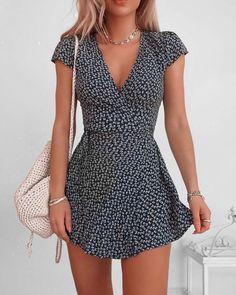 The most beautiful summer dresses from short to long. Informations About 20 schöne Sommerkleider Pin Cute Summer Outfits, Cute Casual Outfits, Girly Outfits, Spring Outfits, Winter Outfits, Casual Summer Dresses, Cute Cheap Summer Dresses, Ootd Spring, Summer Sundresses
