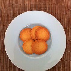 "@yunicop おやつ。ポワラーヌの「punition=罰」という名前のクッキー。素朴ながら小麦粉とバターの味がちゃんとする。 Sweet ""punition"" of Poilane bakery. #paris #cookies #poilane #france"
