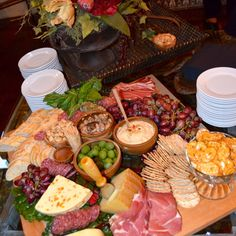 Top Ten Grazing Table to Groom Your Event Party Dishes, Party Platters, Cheese Platters, Yummy Appetizers, Appetizers For Party, Tapas Party, Antipasto Platter, Reception Food, Snacks
