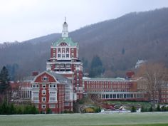 15) The Homestead: Located in Hot Springs, Virginia, The Homestead is a taste of good ol' Southern elegance. Two natural hot springs and 45 acres of indoor and outdoor splendor have made this a prime destination for travelers from around the world.