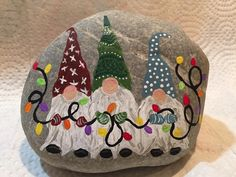 I want something like this on a canvas! Stone Crafts, Rock Crafts, Holiday Crafts, Rock Painting, Pebble Painting, Stone Painting, Pebble Art, Diy Painting, Christmas Knomes