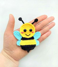 Bumble bee applique Crochet pattern, cute applique pattern for bags, crafting, scrapbooking and nursery wall art!