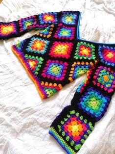 T-shirt Au Crochet, Point Granny Au Crochet, Beau Crochet, Pull Crochet, Crochet Jumper, Granny Square Crochet Pattern, Crochet Blanket Patterns, Double Crochet, Crochet Stitches