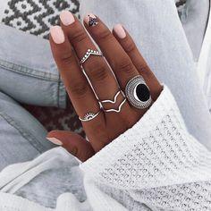 Puntúa esta combi del 1 al 10 Hand Jewelry, Anklet Jewelry, Cute Jewelry, Girls Accessories, Jewelry Accessories, Fashion Accessories, Nail Ring, Jewelry Editorial, Imitation Jewelry