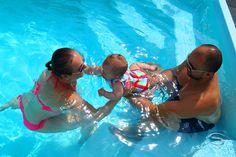 Ihre Familie hat keine Lust auf schwimmen, Sie sind doch ein Typ, der mehr auf Entspannung und Erholung am Wasser setzt statt passiv zu bleiben. Beides kann doch verwirklicht werden. Wir haben für Sie sensationelle Schwimmbecken-Modelle auf den Markt gebracht. Die kommen beiden Erholungsalternativen entgegen. Das Schwimmbecken ist für Schwimmen ausreichend breit und lang, für Entspannung wurde es mit einer Sitzbank für Erholung ausgestatten. Machen Sie sich mit unserem Angebot vertraut?