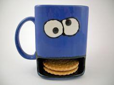 Für alle die gerne ihren Kaffee, ihre Milch oder ihren Tee gerne mit Keksen zusammen geniessen habe ich diese schöne Tasse hergestellt.      Diese Tas