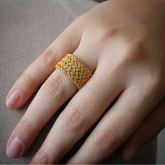 Beautiful Jewelry Designs And Ideas . Gold Jewelry Simple, Gold Rings Jewelry, Jewelry Design Earrings, Gold Earrings Designs, Jewelry Accessories, Women's Jewelry, Body Jewelry, Fashion Earrings, Fashion Jewelry