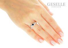 W stylu księżnej Kate - wyjątkowy pierścionek z białego złota z szafirem i brylantami - GRAWER W PREZENCIE | PIERŚCIONKI ZARĘCZYNOWE \ Brylanty \ Szafir naturalny od GESELLE Jubiler