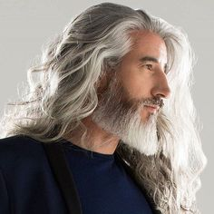42 Hairstyles for Men with Silver and Grey Hair - Men Hairstyles World - Frisuren Silver Hair Men, Long Gray Hair, Men With Grey Hair, Man With Long Hair, White Hair Men, Older Mens Hairstyles, Haircuts For Men, Cool Hairstyles, Viking Hairstyles