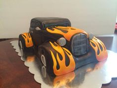 Man, if this wasn't a cake we'd love to drive around with this hot rod. Cakes by Angel Giggles. Pretty Cakes, Beautiful Cakes, Amazing Cakes, Car Cakes For Men, Racing Cake, Car Cookies, Occasion Cakes, Cake Tutorial, Pie Cake