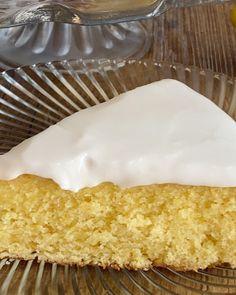Nøttekake med vaniljekrem og melkesjokoladekrem | Det søte liv Garlic Knots, Vanilla Cake, Food And Drink, Pie, Baking, Desserts, Tips, Torte, Tailgate Desserts