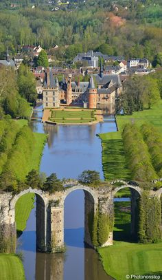 Château de Maintenon and the aqueduct - Eure-et-Loir, France