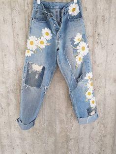 Vintage Levis Levis 501 XX Boyfriend Jeans Button image 1 Source by Diy Jeans, Jeans Levi's, Jeans Button, Ripped Jeans, Patch Jeans, Tie Dye Jeans, Jeans Dress, Denim Shorts, Vintage Jeans
