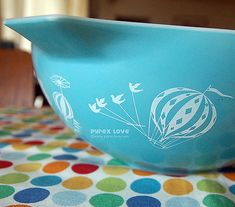 I adore everything about Vintage Pyrex. Check out the wonderful colors!
