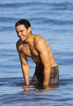 Now… the shirtless ones. | The 25 Absolute Best Pictures Of Zac Efron On The Internet