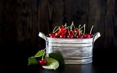 Обои картинки фото вишня, ягоды, красные, листья